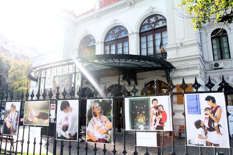Alăptarea provoacă iubire! SebaBaby şi Raluca Olteanu despre expoziţia Cristinei Nichituş Roncea de la Palatul Suţu