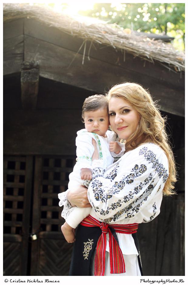 Mama şi copilul – Album de familie