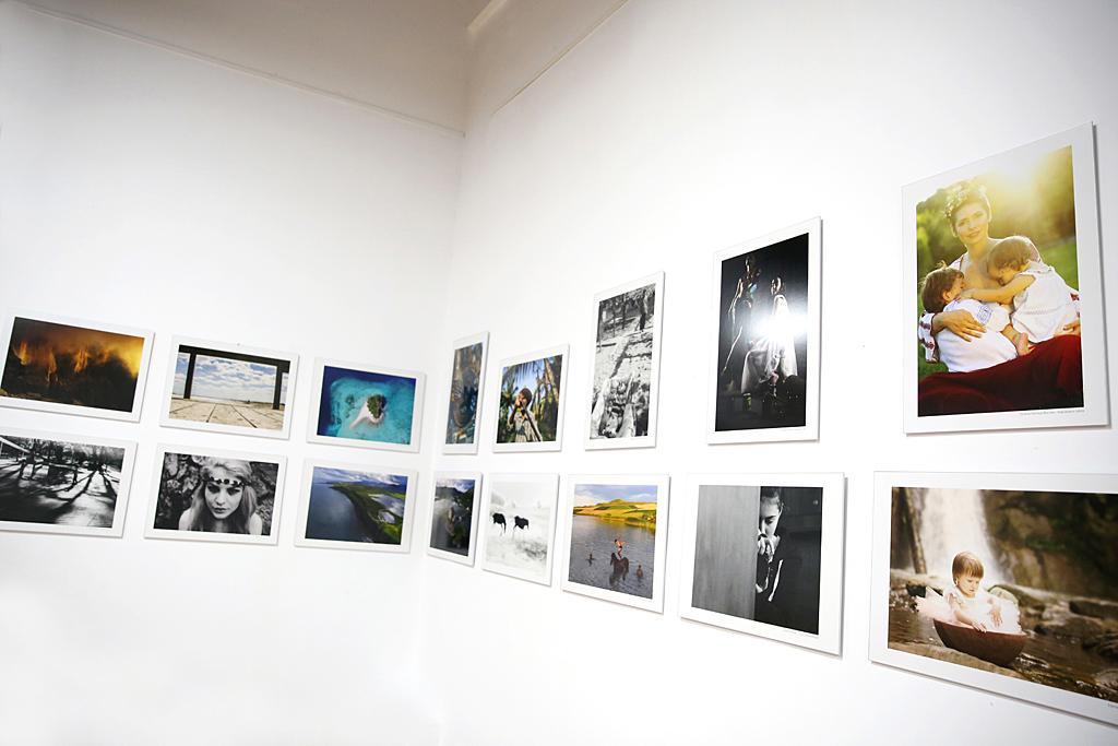 Salonul Fotografului Roman 2016 la Muzeul Taranului - Alaptarea e Iubire 2