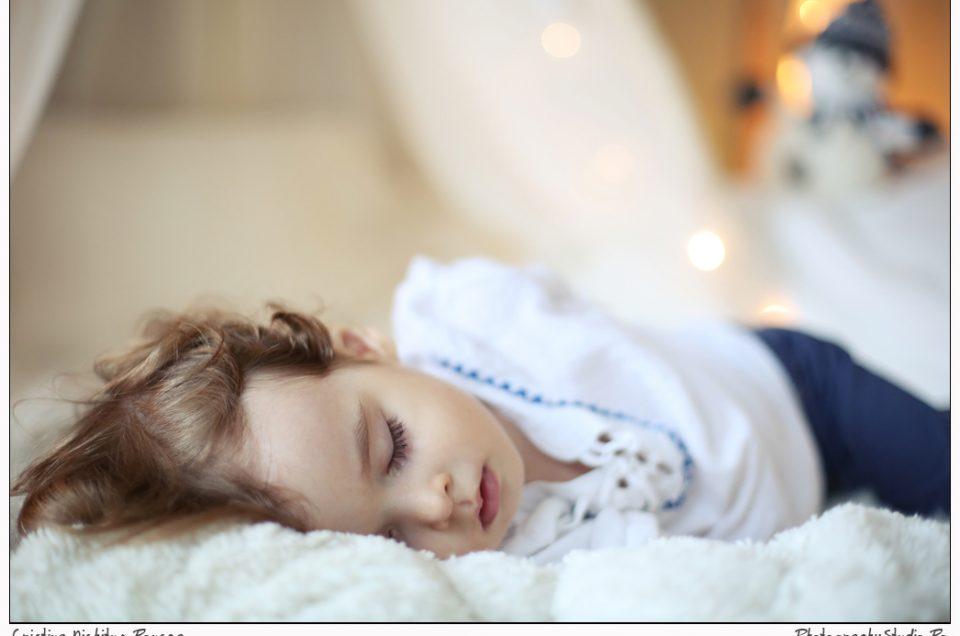 Un înger a adormit în Studio. Am început sesiunile de Crăciun. Fotografii de Cristina Nichituş Roncea