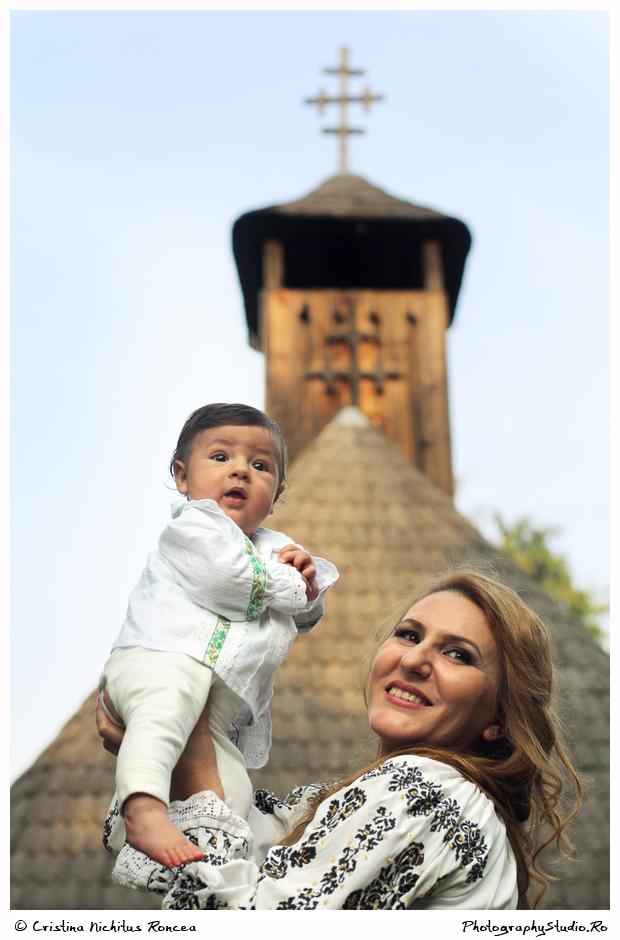 Mama şi copilul la Muzeul Satului