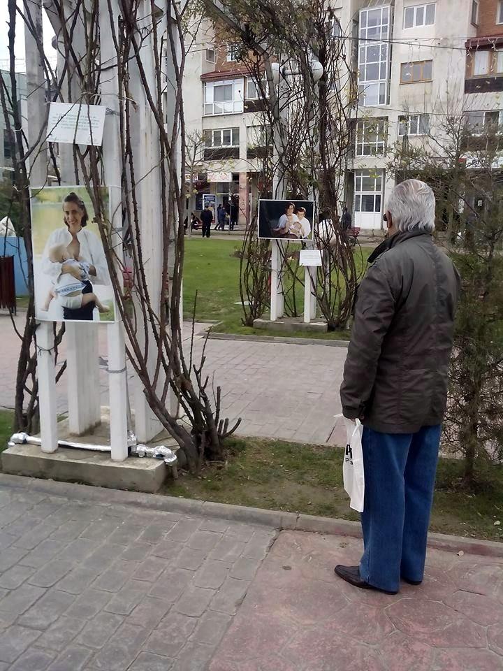 Expozitia Alaptarea e Iubire la Targu Jiu cu fotografii de Cristina Nichitus Roncea 1