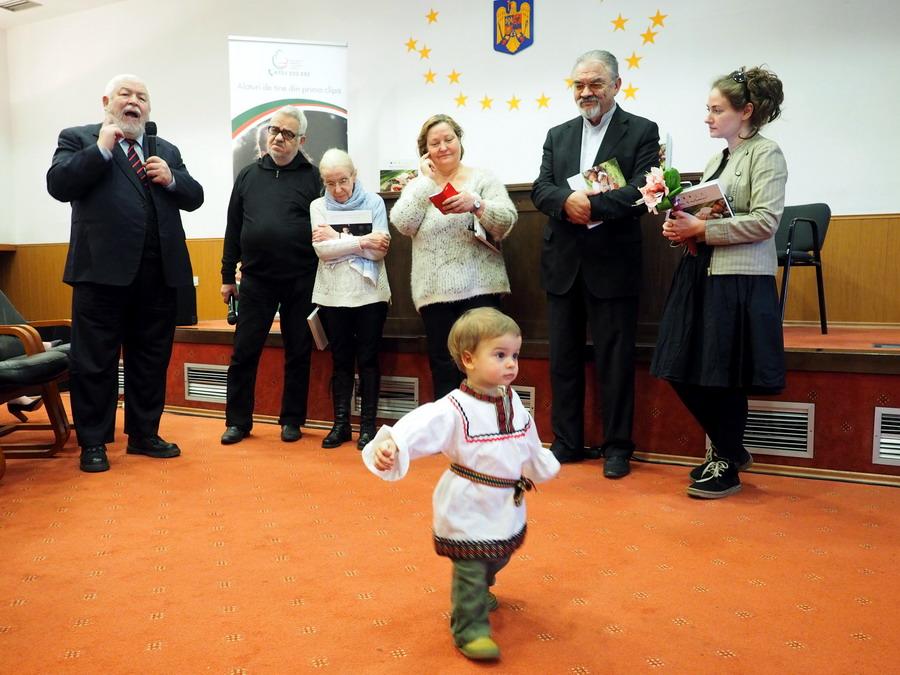 Fiul-Anielei-Petreanu-Lansarea-Mami-iti-Multumesc-Alaptarea-e-Iubire-la-Muzeul-Satului-de-Buna-Vestire-cu-Cristina-Nichitus-Roncea