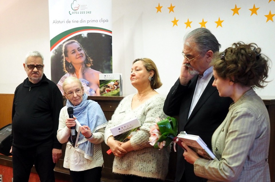 """Profesorul Ilie Bădescu şi Doamna Elena Solunca Moise despre Albumul """"Mami, îţi mulţumesc!"""" cu fotografii de Cristina Nichituş Roncea"""