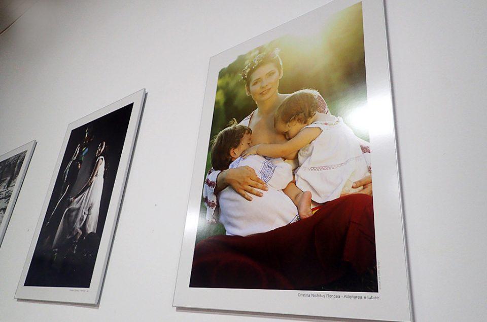 """""""Alăptarea e Iubire"""" la Salonul Fotografului Român de la Muzeul Naţional al Ţăranului Român (27 septembrie – 9 octombrie 2016)"""