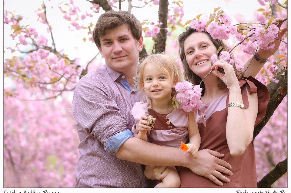 Bucuria Primăverii sărbătorită în Familie. Vă invităm la şedinte foto de familie, în aerul proaspăt de afară