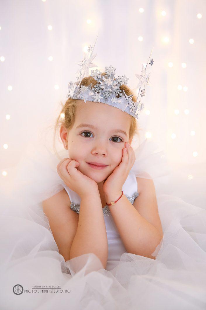 Micuța Prințesă Eva Maria a Prezentatoarei TV Bianca Ioniță la şedinţa foto de Crăciun