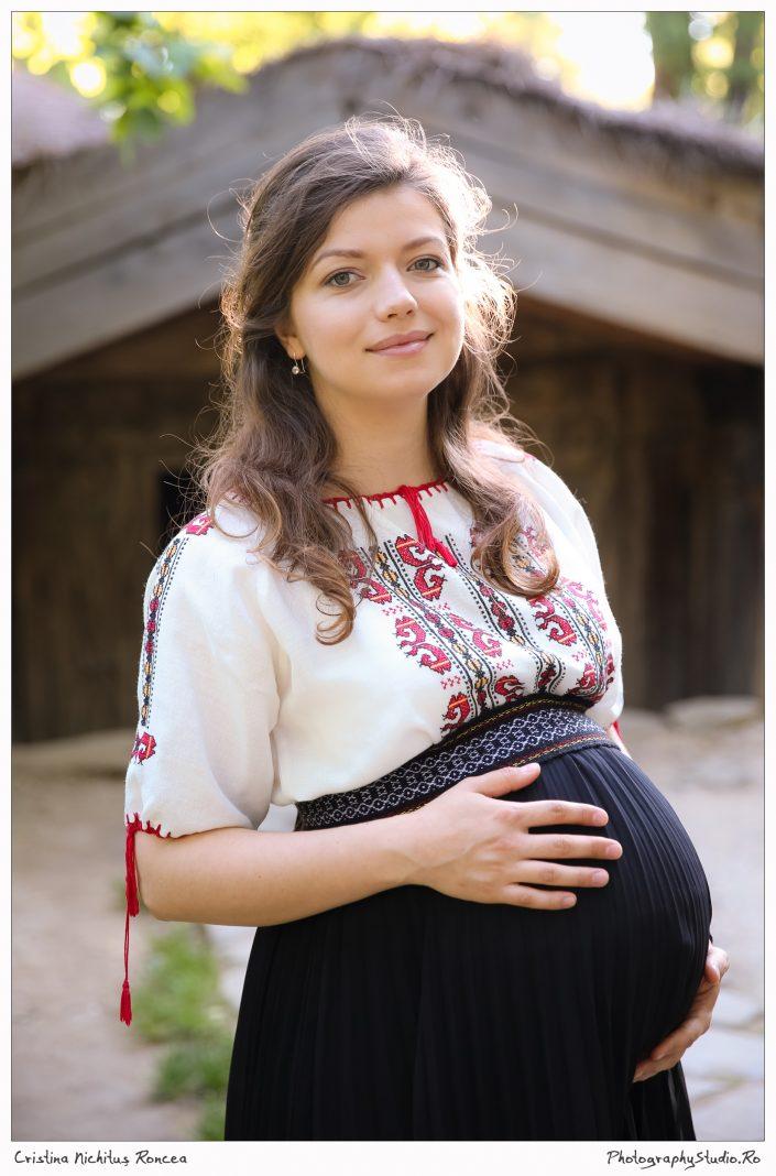 Camelia Căpitanu Poartă România de Ziua Iei la Muzeul Satului