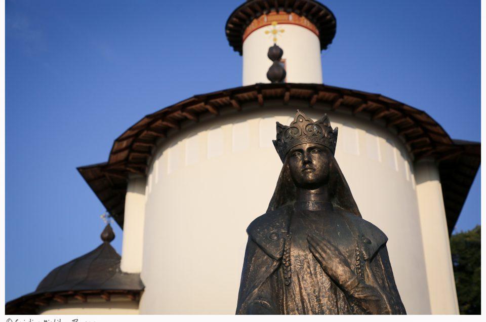 Superba şi sfânta Mănăstire Văratic este în mare sărbătoare