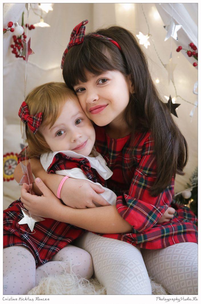 Nepoţica lui Moş Crăciun la sesiunea foto de iarnă